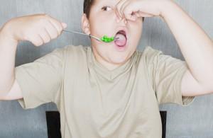 kid eats peas
